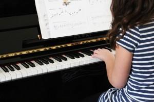 piano-606080_640-pby