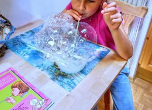 bubble messy play activitie