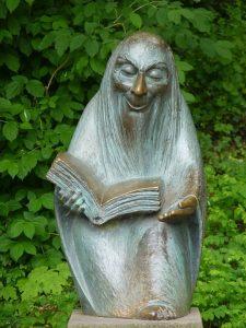 storyteller-statue